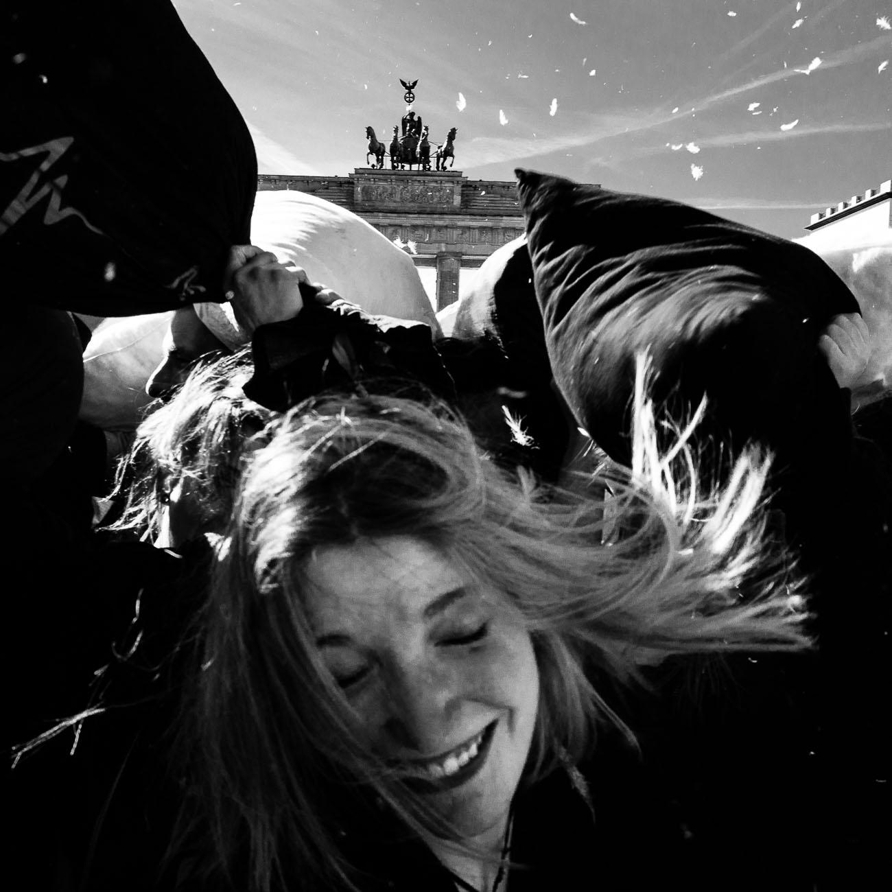 Street Photography Berlin Brandenburger Tor von Martin U Waltz