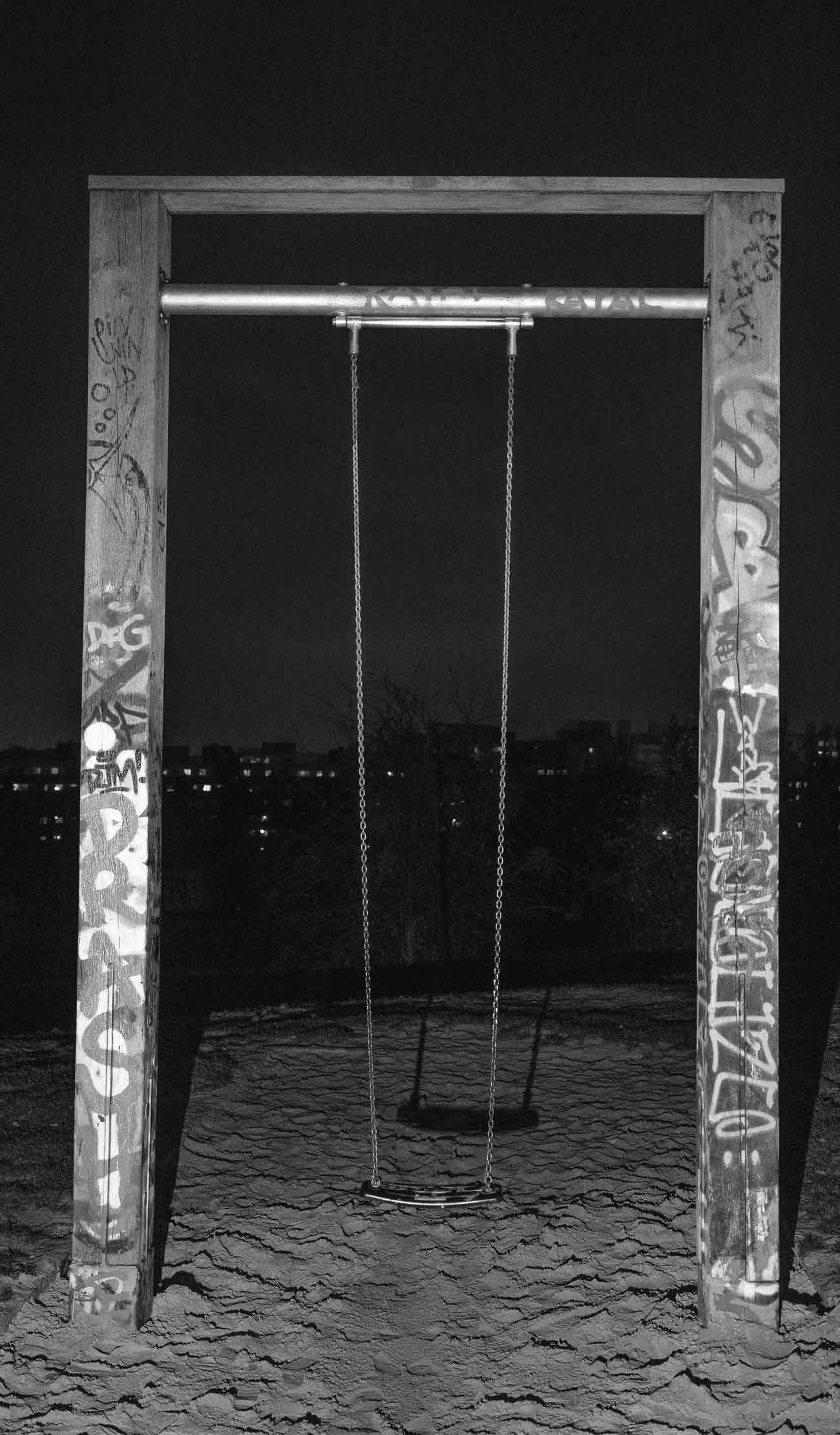 Die Schaukeln am Mauerpark von Martin U Waltz