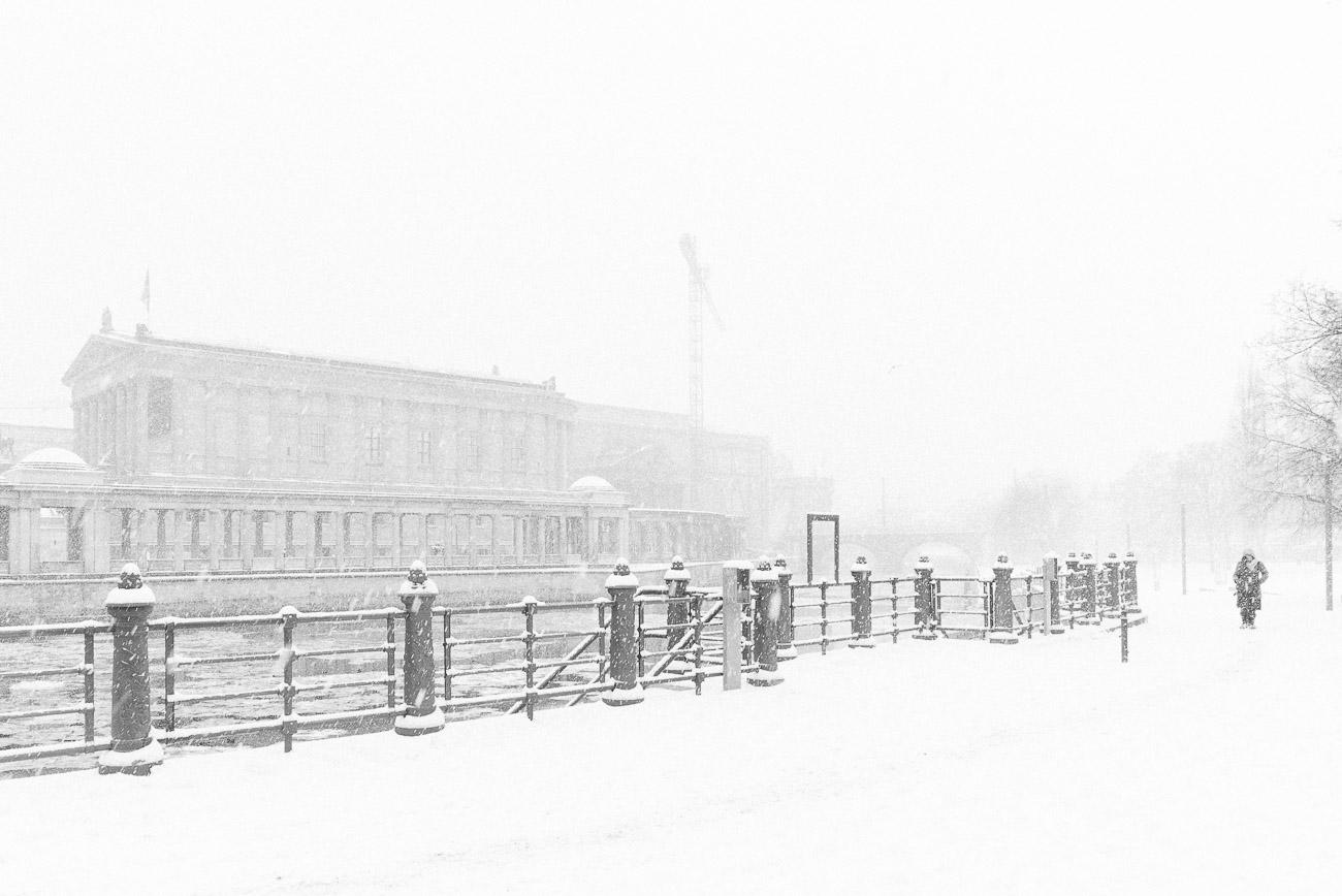 Berlin fotografie schnee in Berlin Mitte von Martin U Waltz